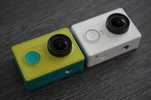 Die Kamera ist in zwei Farben verfügbar. gelb/türkis sowie weiß.