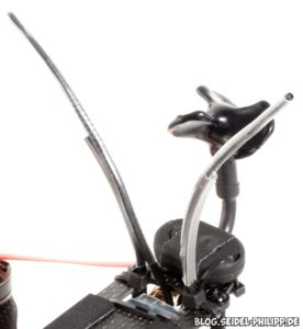 Mit Kabelbinder verstärkt, Kabelbinder an Deckplatte