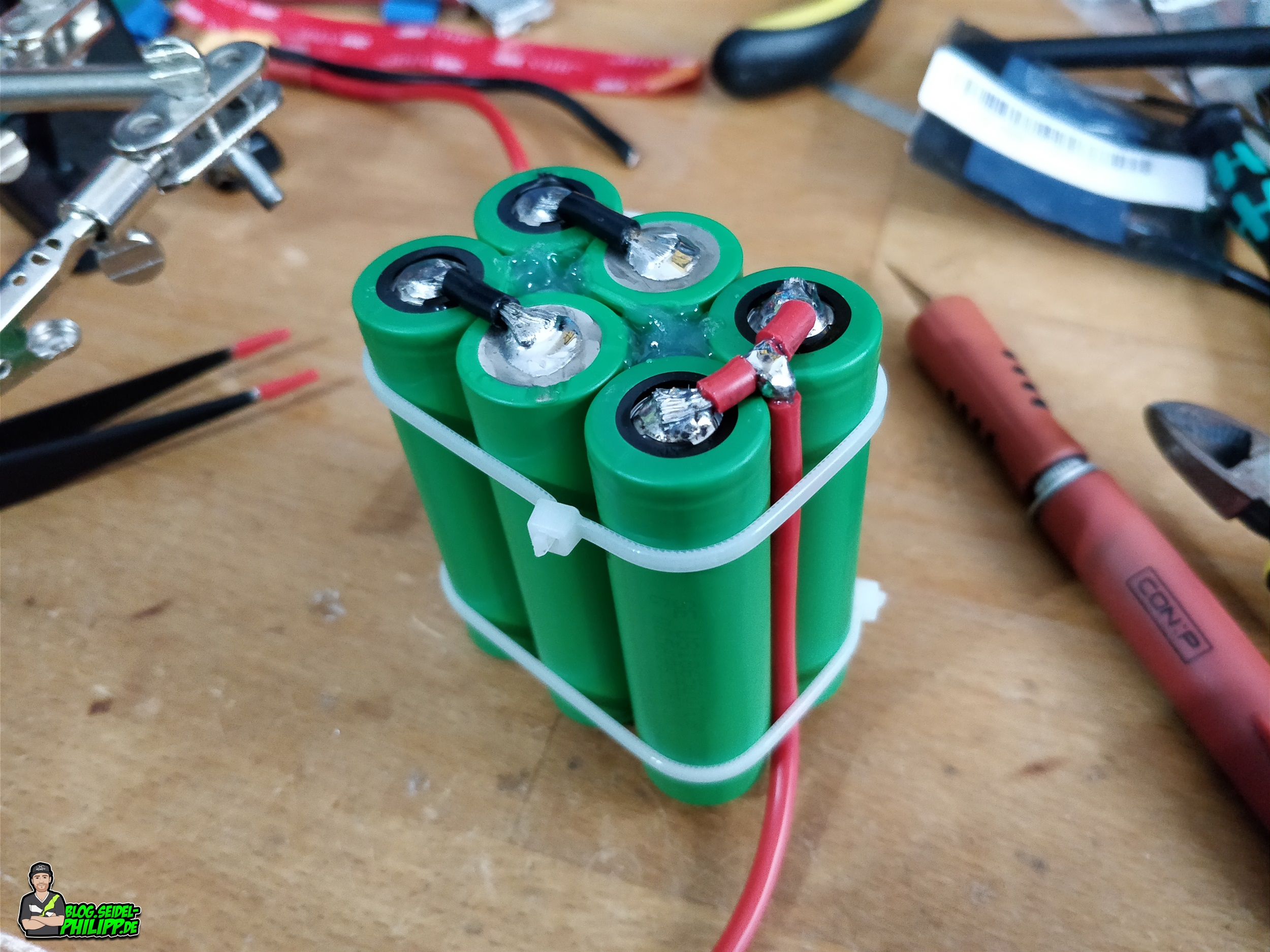 Diy Build A Longrange Lithium Ion Battery Home Wiring In Series Or Parallel Along With Bank Here You Can See The Connection On Minus Side Of Pack Make Sure That There Are No Soldered Joints Outside So They